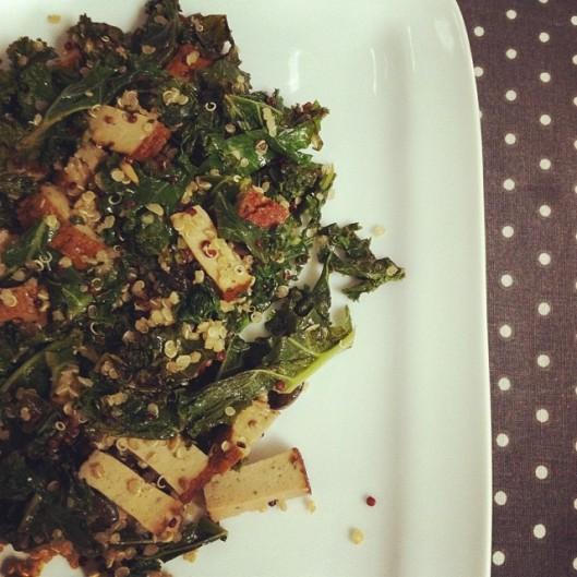 Kale sauté et tofu fumé